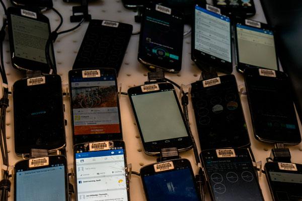 Facebook granja de smartphones